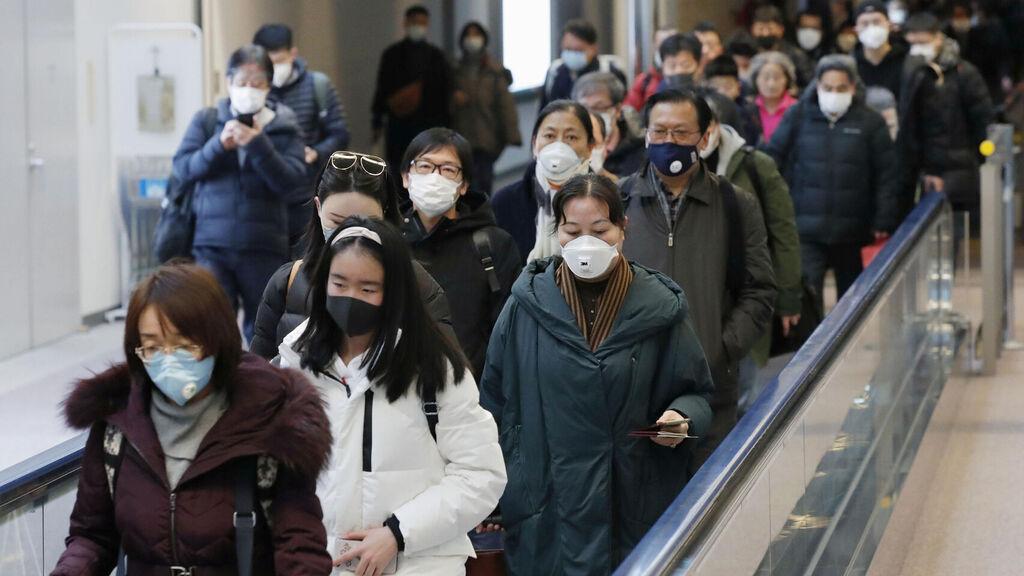Chinos en cuarentena por brote de coronavirus