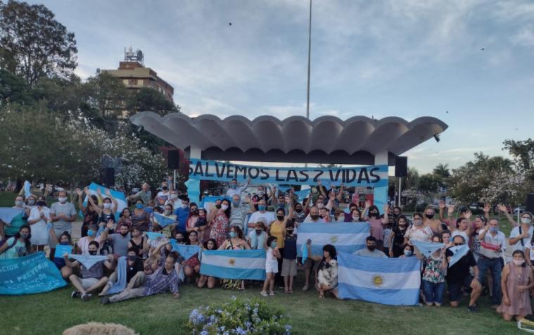 Centenares de manifestantes rechazan el aborto legal en Argentina