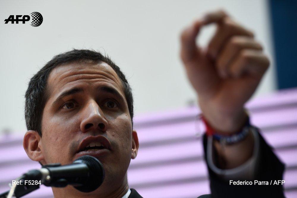 AFP   Contraloría de Maduro inhabilita a Guaidó