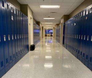 Niños fueron expulsados del colegio por su madre tener un OnlyFans