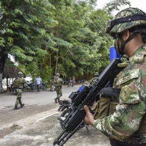 Colombia desplegó a 2 mil soldados en frontera con Venezuela
