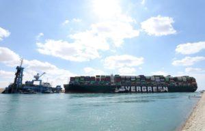 """Durante """"semanas"""" canal de Suez podría ser desbloqueado"""