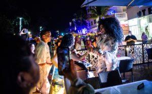 Miami en toque de queda ante multitudes sin mascarillas