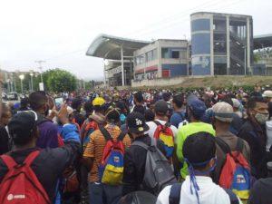 "Avalancha de personas en ferrocarril de Charallave a pesar de cuarentena ""radical"""