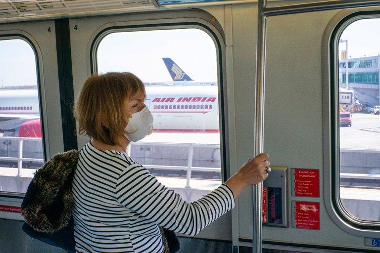 EE.UU. anunció que el uso obligatorio de mascarillas en transporte público será hasta septiembre
