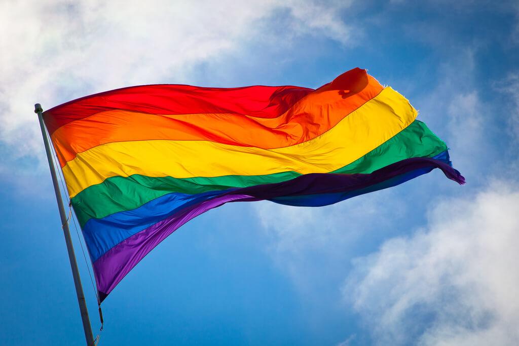 EE.UU. expuso sus logros con la comunidad LGBTQI+ en el marco del Día Mundial contra la Homofobia, Transfobia y Bifobia