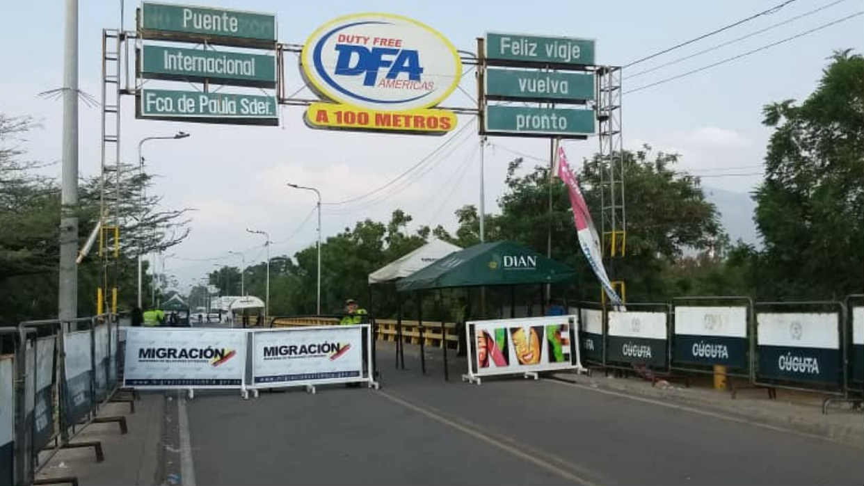 Gobierno colombiano estudia reabrir paso fronterizo con Venezuela en junio