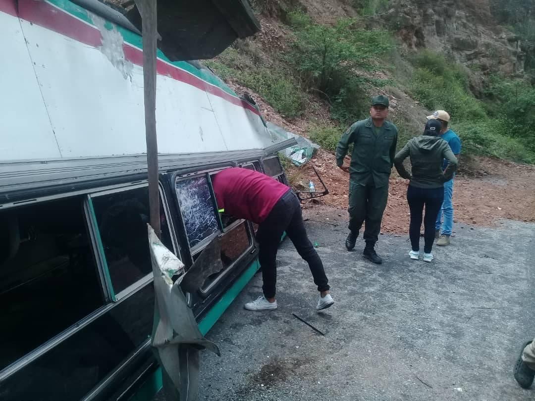 Al menos 12 funcionarios del Ejército resultaron heridos en accidente de tránsito en Trujillo