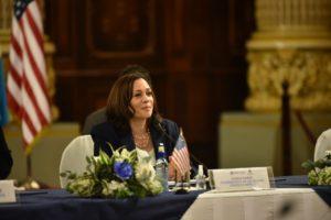 "Kamala Harris pidió a Guatemala políticas para que personas ""no se vayan de casa"""