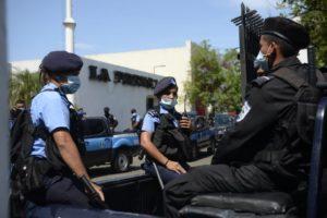 Diario La Prensa en Nicaragua, siendo allanado por autoridades del gobierno de Daniel Ortega. Foto: La Prensa