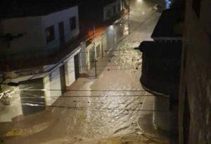 Desbordamiento del río Montalbán causa estragos en Mérida