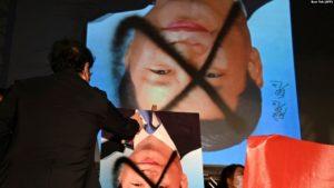 Residente de Taiwán protesta contra el gobierno central chino, el 1 de octubre de 2021 (AFP / Sam Yeh).