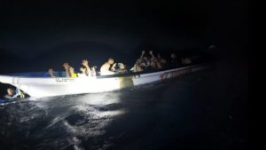 Venezolanos en territorio marítimo de Curazao. Foto: Twitter