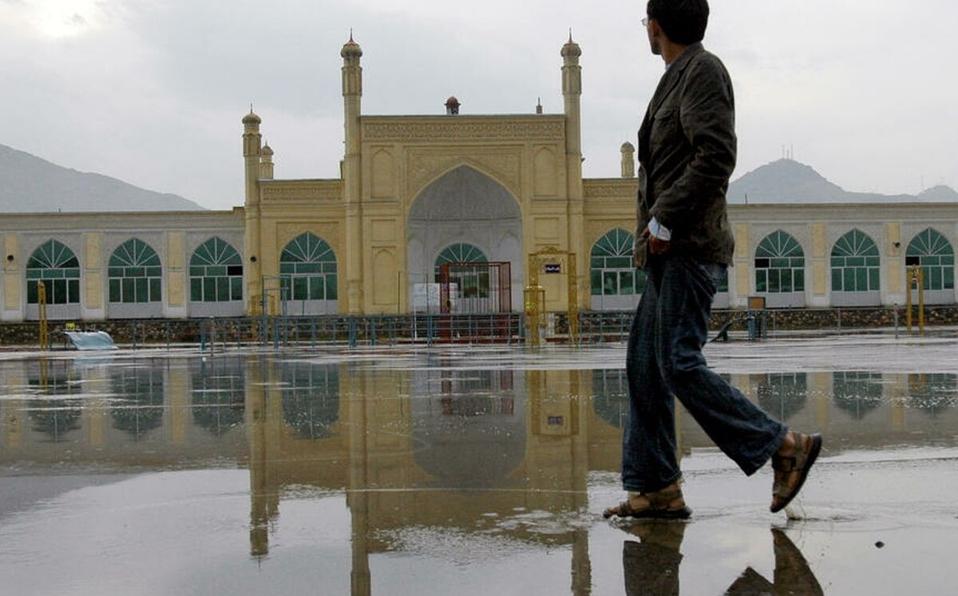 Foto de archivo de la mezquita de Eid Gah en Kabul tomada en noviembre de 2006. | AFP