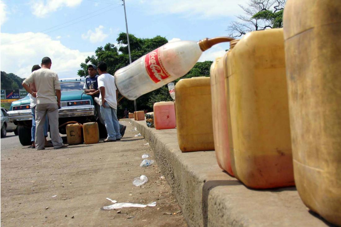 contrabando-gasolina - mujeres