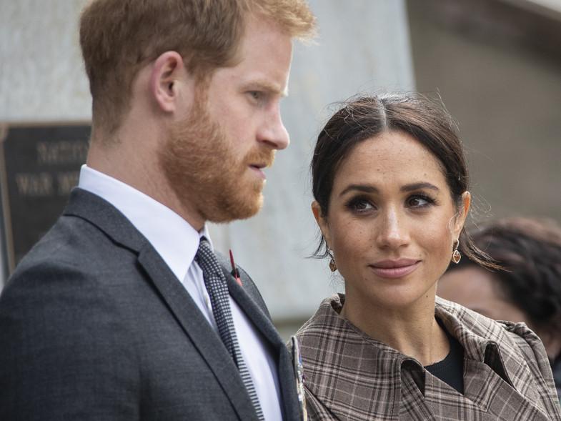 Harry y Meghan Markle, aún miembros de la familia real británica. Foto: The Guardian