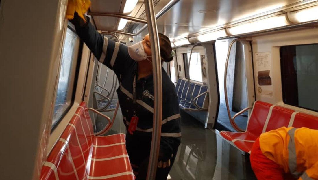 """Agregó que los sistemas de transporte Metro y Ferrocarril solo prestarán servicio durante la cuarentena nacional a los trabajadores de """"sectores priorizados"""" o con salvoconducto."""