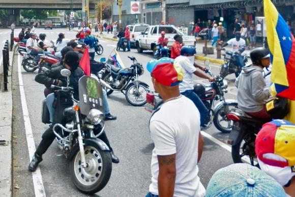 Grupos colectivos en marchas a favor del régimen de Maduro