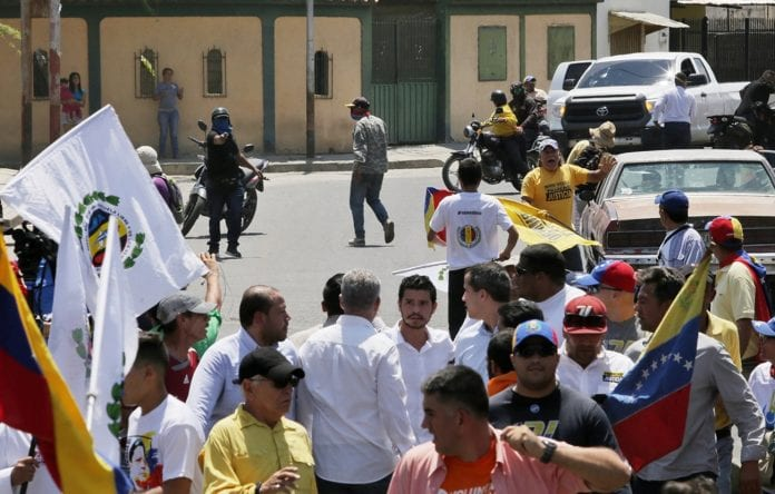 Sebin detuvo al hombre que apuntó con un arma a Guaidó en Barquisimeto | Foto: El Nacional