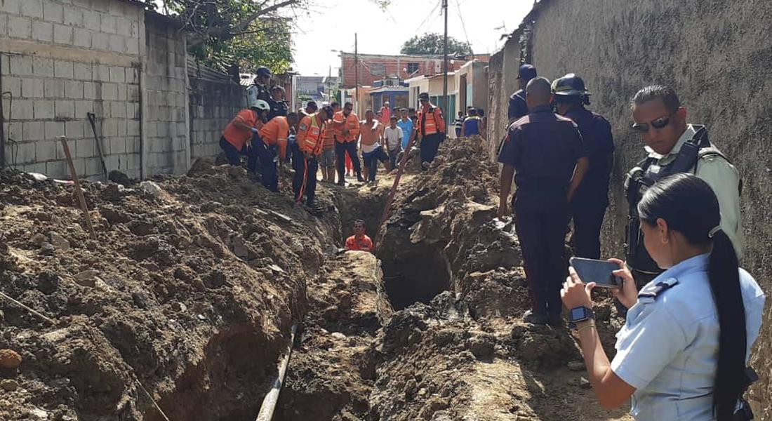Dos trabajadores fallecieron tras quedar enterrados en una cañería de aguas servidas