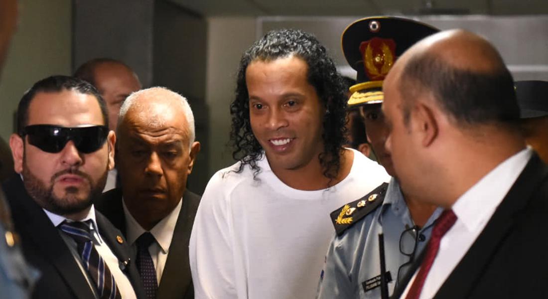 Ronaldinho podría ser la estrella de un torneo de futsal en cárcel paraguaya