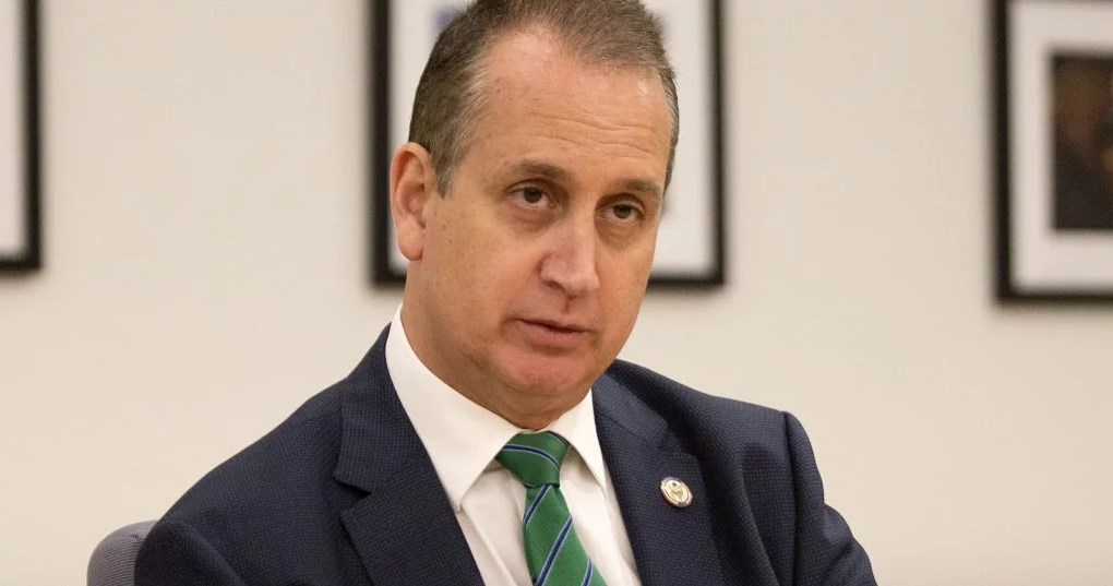 Congresista estadounidense Mario Díaz-Balart dio positivo por COVID-19