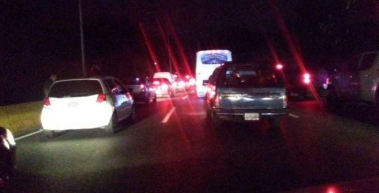 GNB impide el libre tránsito en la Gran Mariscal de Ayacucho sentido Caracas | Foto: El Nacional