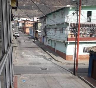Cumpliendo con la cuarentena: calles en Mérida desoladas
