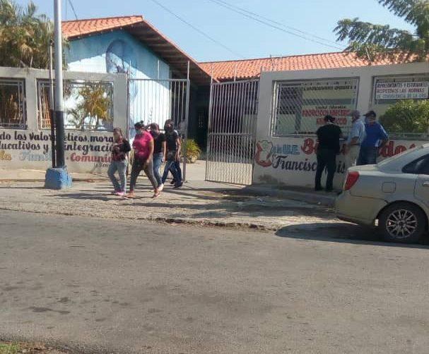 A pesar de cuarentena: directivos y representantes se reunieron en plantel educativo de Cumaná (Sucre)