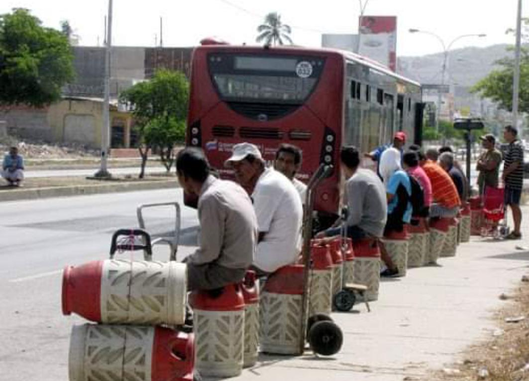 A pesar de cuarentena: en Carupano (Sucre) hacen largas filas por gas doméstico