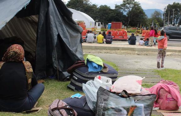 Venezolanos en campamento en Colombia