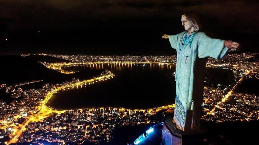 Cristo de Río se viste de médico