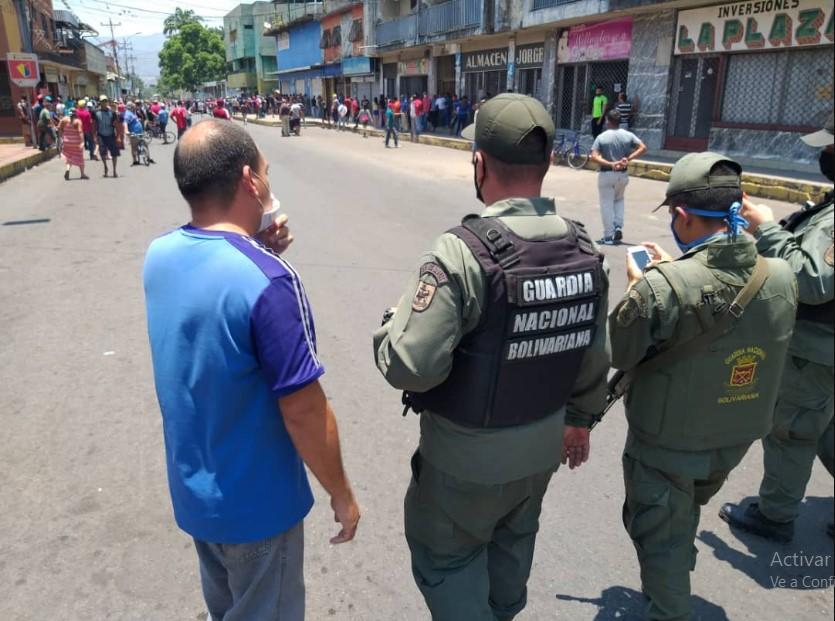 Tensión en Cumanacoa: 7 heridos por protestas pidiendo que se abran locales comerciales