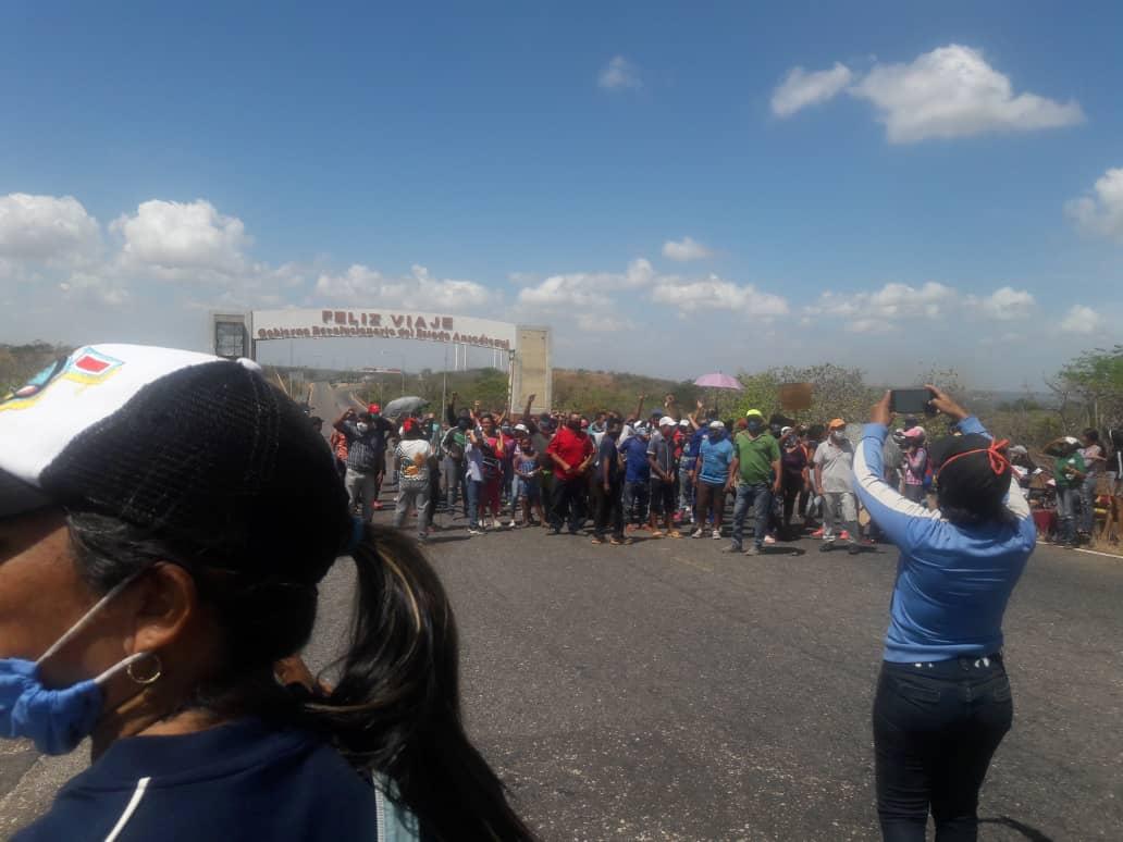 Continúan protestas en municipio Independencia (Anzoátegui) para exigir beneficios del Estado