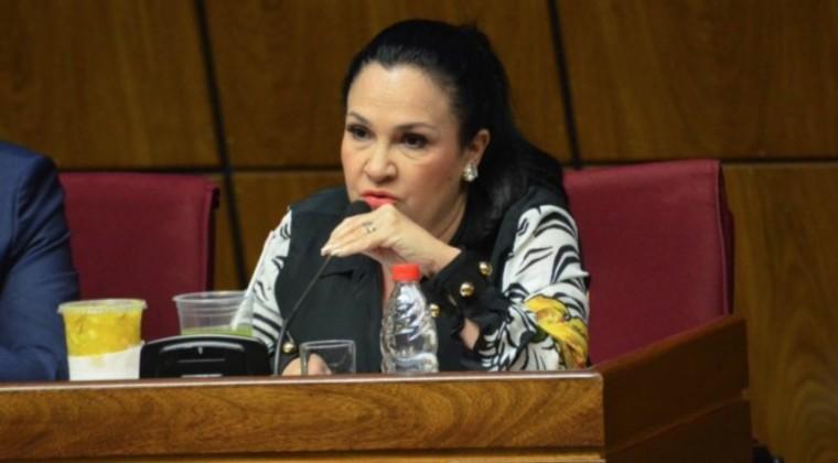 Senadora paraguaya perdió su cargo tras violar cuarentena y contraer COVID-19