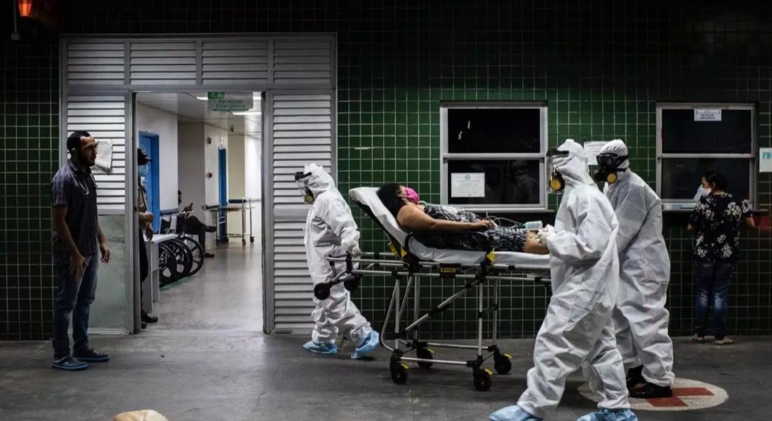 Brasil registró 1.179 muertes por covid-19 en su pico más alto foto AFP