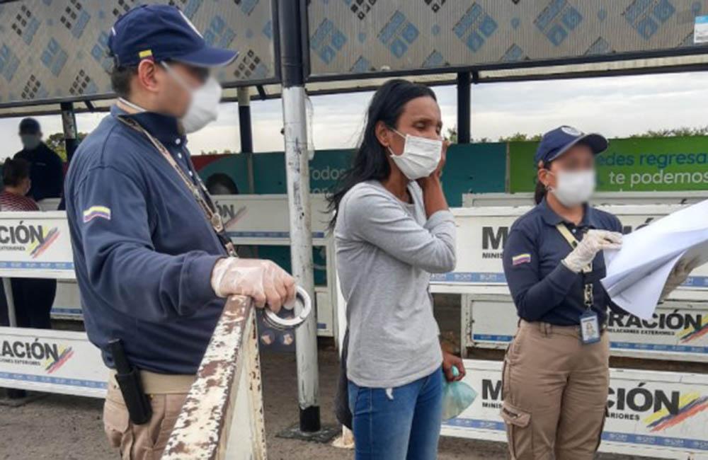 Migración Colombia expulsó a ciudadana venezolana acusada de 20 robos en Bogotá