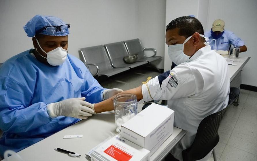 Monitor Salud denuncia desasistencia a personal médico ante aumento de COVID-19 en Venezuela