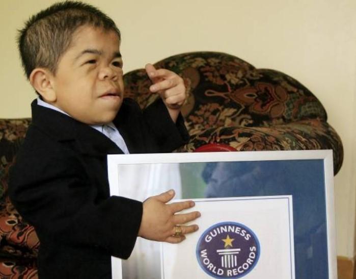 """Un colombiano vuelve al libro Guinness por ser el """"hombre más pequeño del mundo"""""""