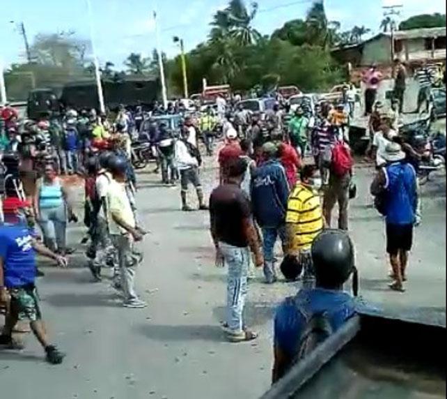 Dos heridos en protesta por falta de combustible en Sucre