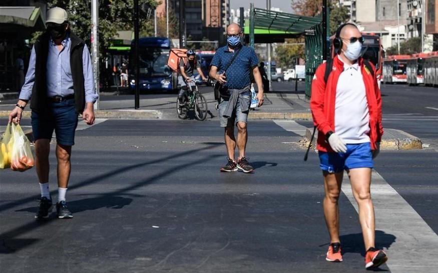 """Chile postergó emisión de carnet para pacientes recuperados de COVID-19 porque podría generar """"discriminación"""""""