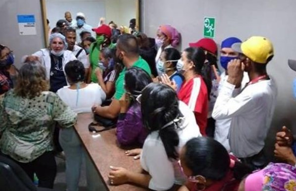 Protestaron en hospital Dr. Luis Felipe Guevara de Anzoátegui para pedir destitución de su directora