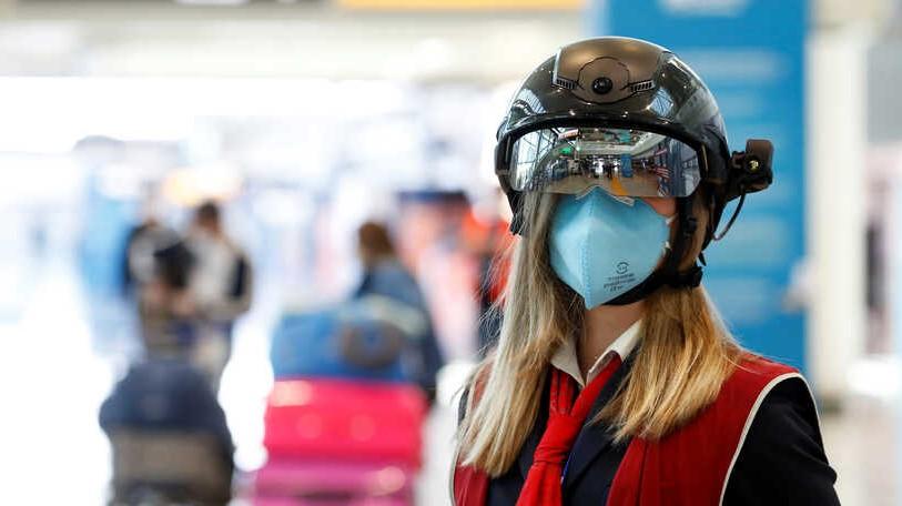 No es 'Robocop': con cascos especiales detectan temperatura en Aeropuerto de Roma