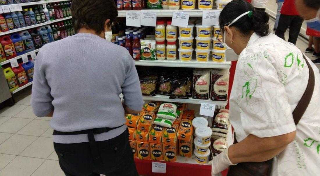 """Lista de """"precios acordados"""": hasta 27 dólares se necesitan para comprar 16 productos"""