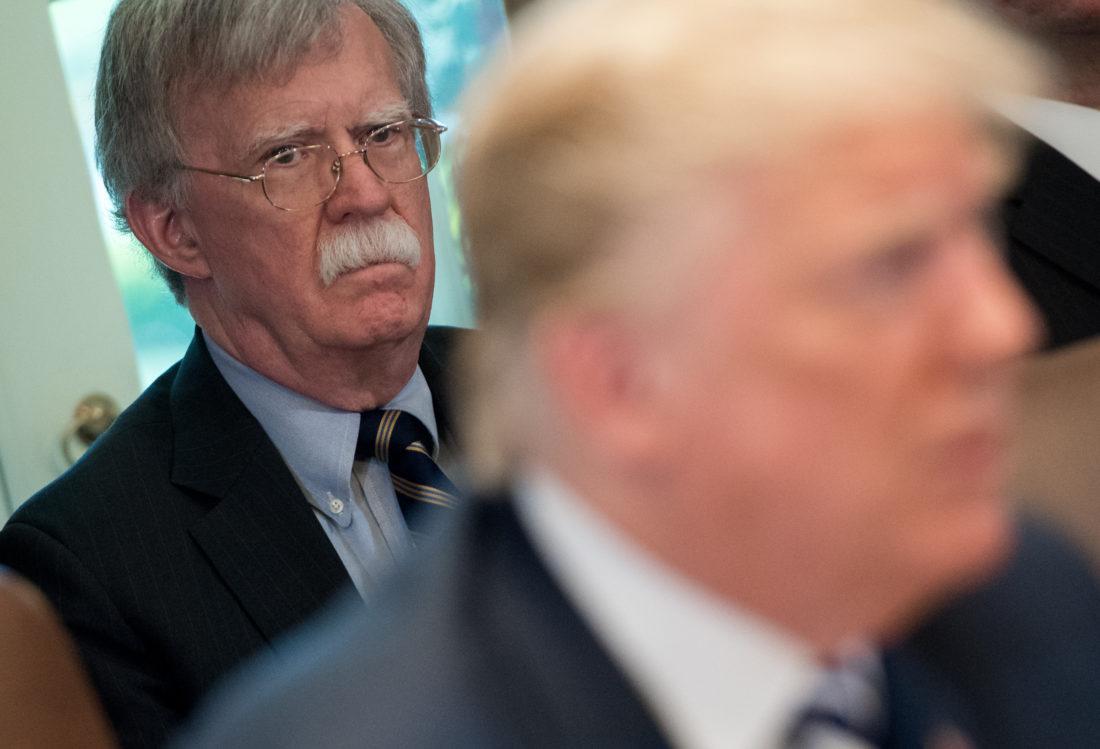 """John Bolton aseguró que Trump se """"hace la vista gorda"""" respecto a impacto de la pandemia en EEUU. Foto: AFP"""