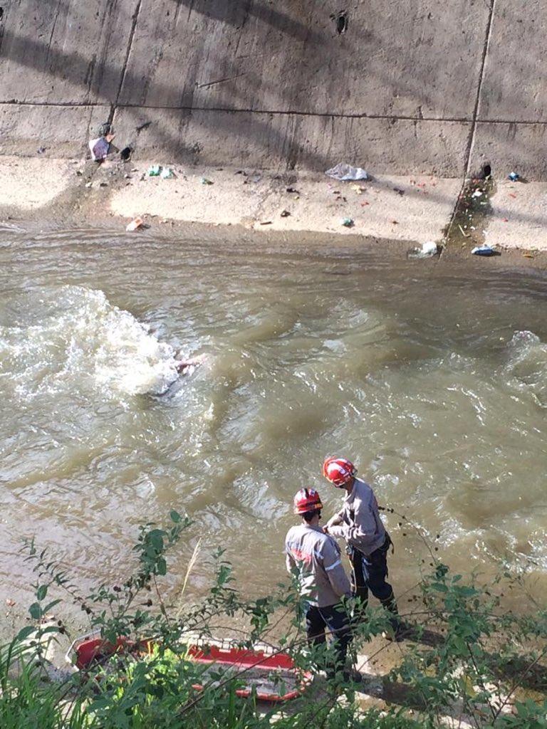 cuerpo del joven que cayó al rio guaire