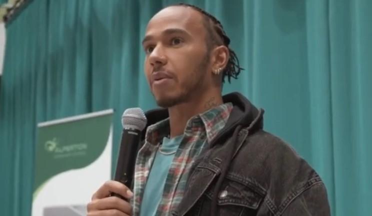 Lewis Hamilton reprobó que Ecclestone llamara racistas a personas afrodescendientes