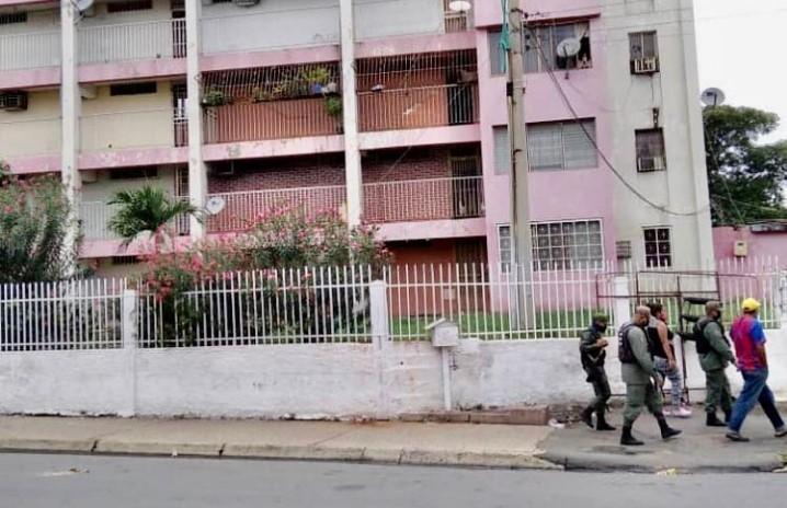 Padre en estado Bolívar lanzó perro de su hija desde el piso 8 de su residencia