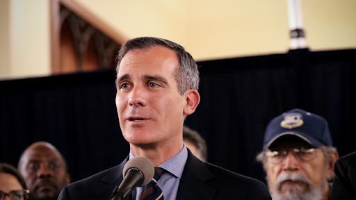 Levantó toque de queda Alcalde de Los Ángeles