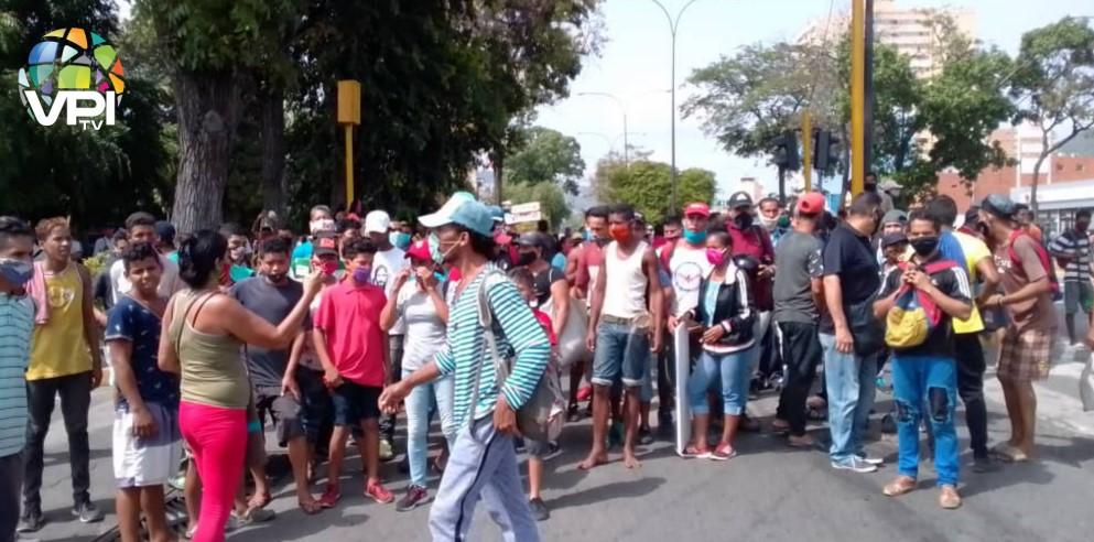 Comerciantes de Puerto La Cruz protestaron tras cierre del Mercado Municipal de Sotillo